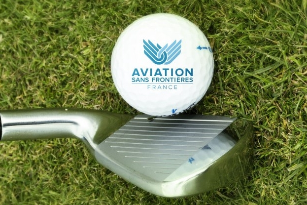 Amis golfeurs, à vos clubs !
