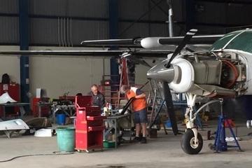 Maintenance : nos deux avions entre les mains des mécaniciens